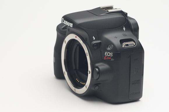 レンズを外した状態のカメラボディ。